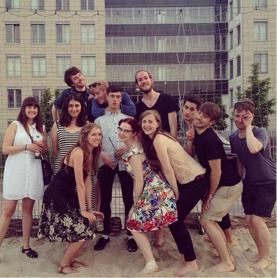 Ahí estoy yo, primera por la izquierda en junio de 2013, cuando aún no me había dado cuenta de la mochila de 10kg que llevaba encima! :O