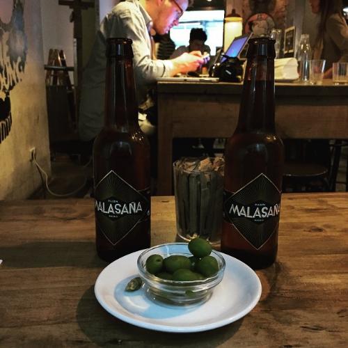 Cerveza local 'Malasaña' en La Bicicleta Café durante mi última visita