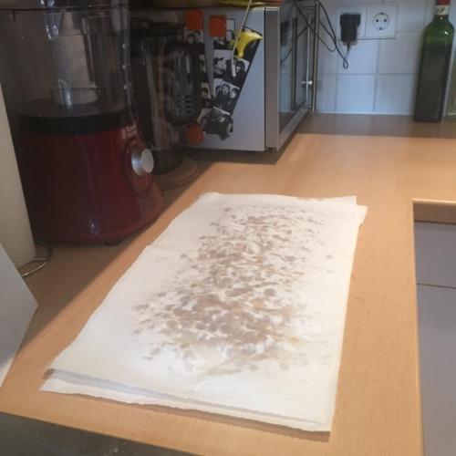 Secar los garbanzos con papel de cocina