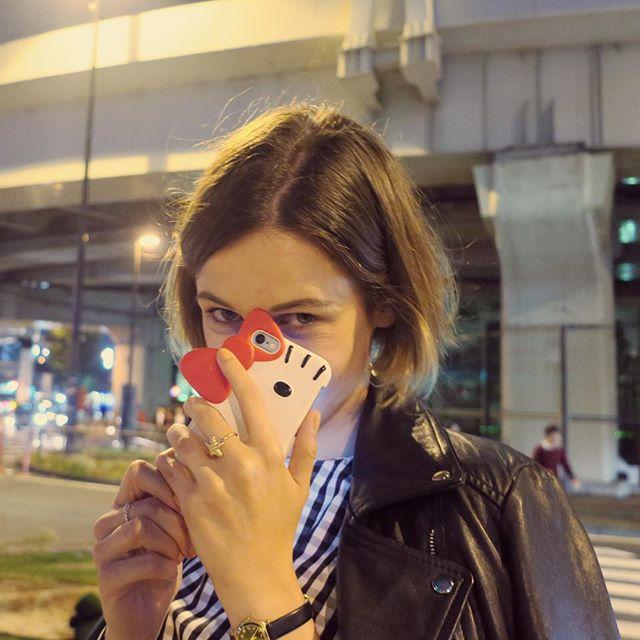 El 2017 me ha traído 2 mudanzas (de país y trabajo 😅), en general poco running y gym, conocer gente nueva genial, volver a ver a muy queridas antiguas amigas, correr la @vigbay_edp por primer vez... He estado bastante desaparecida de las redes sociales porque os podéis imaginar lo loco que ha sido este 2017, pero no me puedo quejar. Estoy deseando entrar en el año nuevo en esta nueva ciudad que no deja de sorprenderme, Amsterdam, con mis dos favoritos 🐶💑 ⬆️Foto en Tokio, finales del 2016, cuando aún no sabía cómo me la iba a liar el 2017 🤣  #tokyo #newyear #bye2017