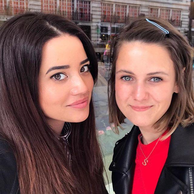 Con la más guapí @luciagral, que me enseña la vida londinense y cómo aprovechar la luz natural para sacarse fotos 😂👯♀️ #london #selfie #travel #instatravel
