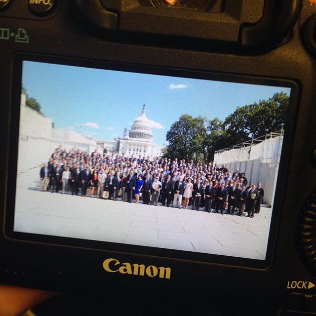 400 people in front of the Capitol mid day, with 10 min to get everyone on the Hill to meet with their representatives, no problem!! #unitedfresh2016 #corporatephotography  Shooting for the excellent @aelandesphoto today!
