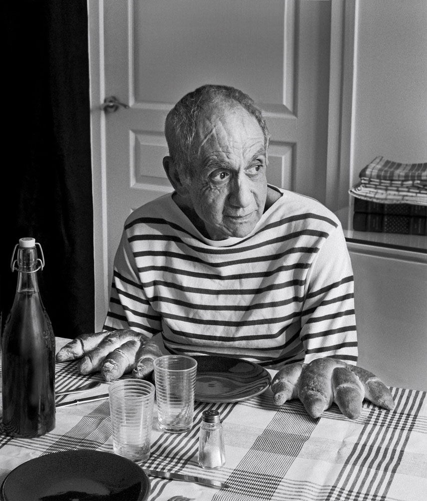 Copy of « Looking for the Masters in Ricardo's Golden Shoes #40 (Tribute to Robert DOISNEAU, Picasso and the loaves, 1952) » by Catherine Balet