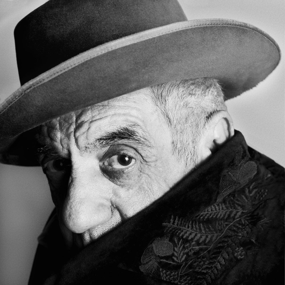 Copy of « Looking for the Masters in Ricardo's Golden Shoes #47 (Tribute to Irving PENN, Picasso, Cannes, 1957) » by Catherine Balet