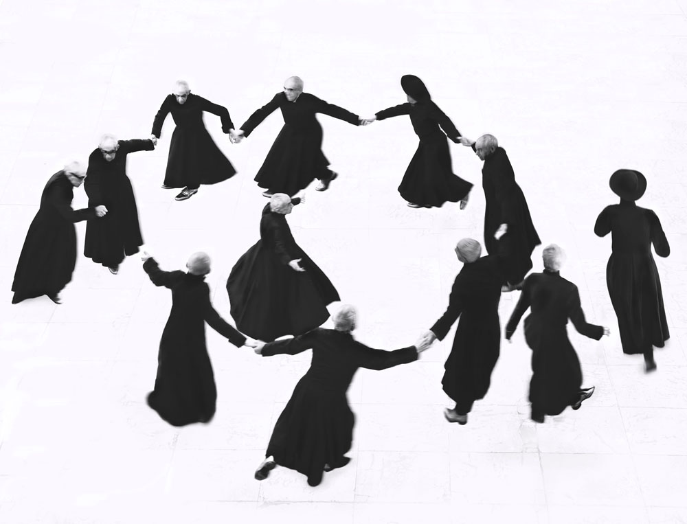 Copy of « Looking for the Masters in Ricardo's Golden Shoes #51 (Tribute to Mario GIACOMELLI, I pretini, 1961-1963) » by Catherine Balet