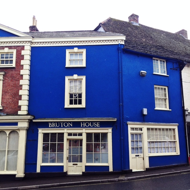 bruton-somerset-street-view-glastonbury-travel-blog-blue-house.jpeg