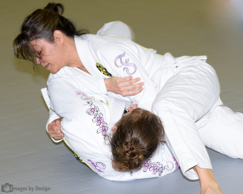 Women's Brazilian Jiu Jitsu training at Virginia Beach Jiu Jitsu.