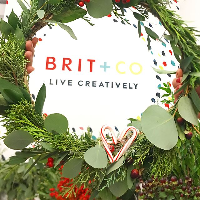 DIY holiday wreath bar @britandco tonight 🎉✨🌿❤️ #crownsbychristy #holidaywreath #holidaydiy #wreathbar #DIY #britandco