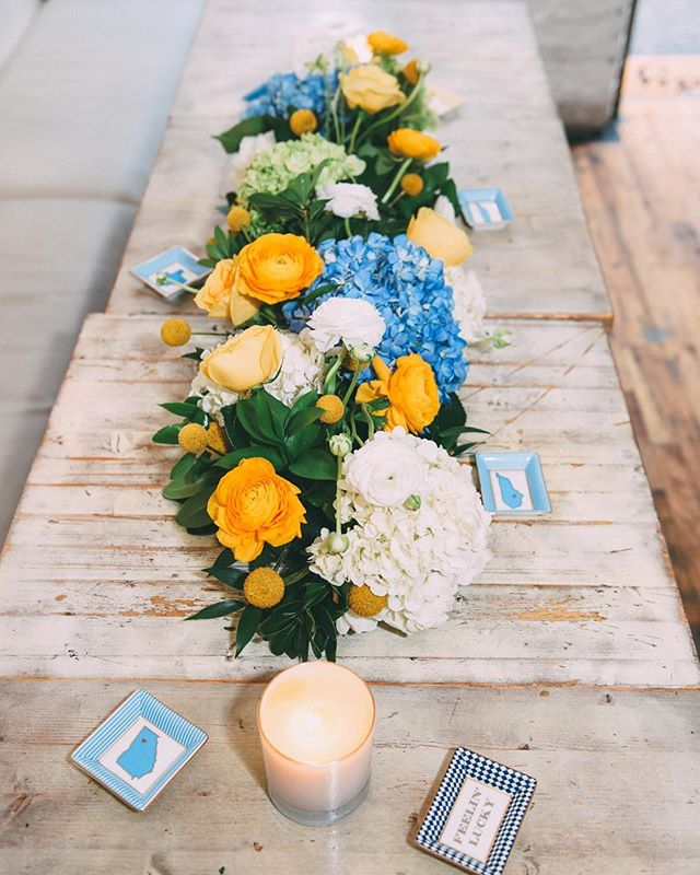 Color palette 💙🌼💛 Southern brunch centerpiece made for @draperjames @rootnbonenyc 📸 @jryanulsh.studio ✨ #floralcenterpiece #blooms #blueandyellow #southernbrunch #draperjames #eventblooms