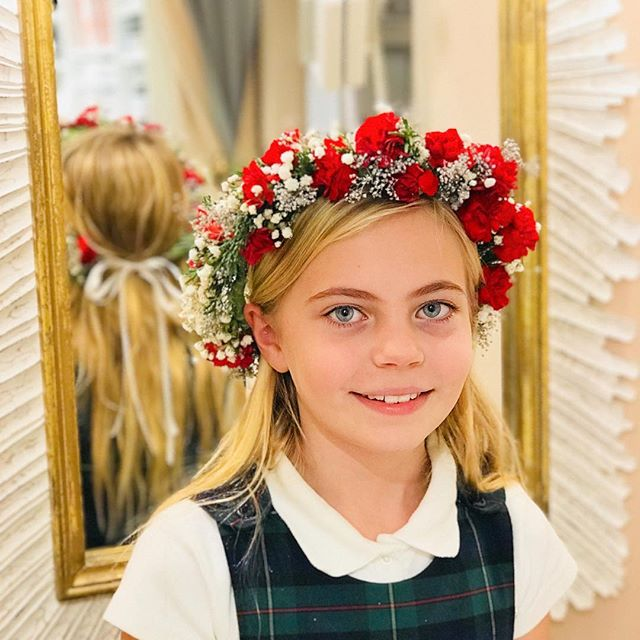 Mother daughter holiday crowns at our favorite UES beauty store tonight @knockout.beauty ❤️✨🎉 Thank you Cayli and Reed for having us! 🎄👑 Reed made this beautiful crown herself 👏🏻✨ more on stories! 🌹 #crownsbychristy #knockoutbeauty #holidaycrown #diyparty #holidaydiy