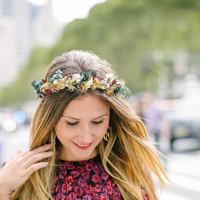 Pretty Kylie wearing one of our custom preserved crowns 👑✨❤️📸@alexandra__wolf #crownsbychristy #crown #preservedflowercrown #flowercrown #driedflowers