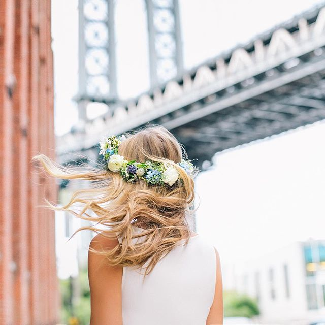 Crown hair goals 🙌🏻👑courtesy of our girl @honestlykate 💗cc @thebeachwaver ✨💗📸 @alexandra__wolf ✨ #flowercrown #crownsbychristy #dumbo #hairinspo #hairgoals