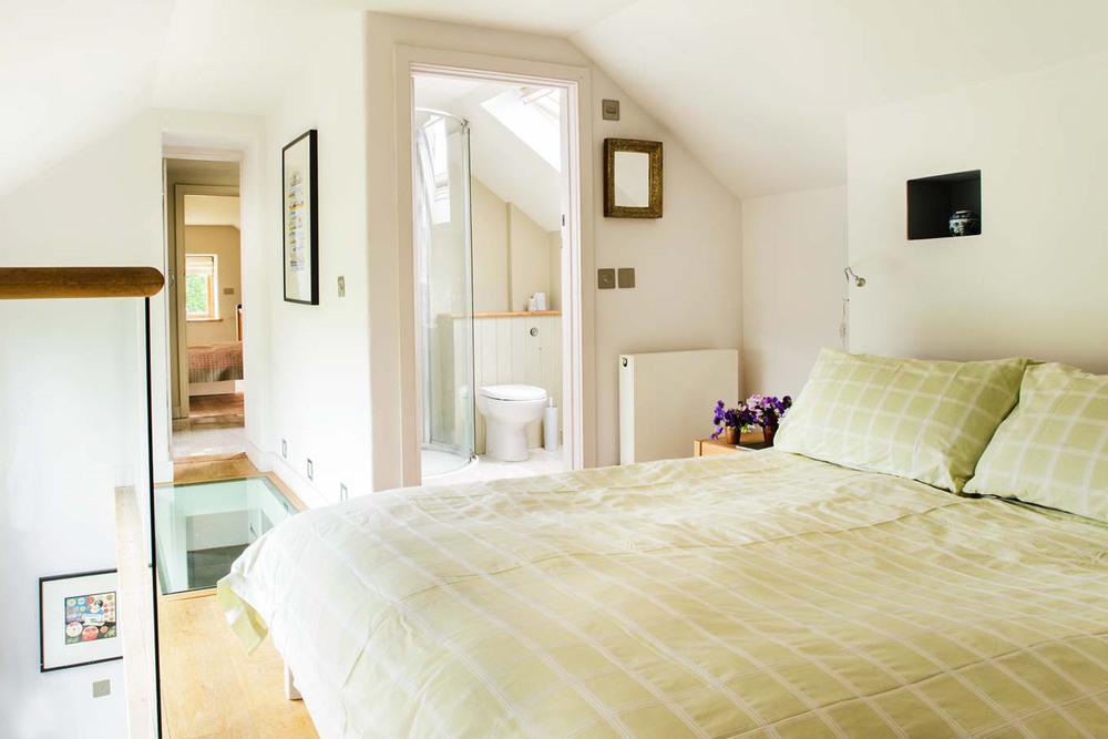 The-Peren-bedroom-main-alt.jpg