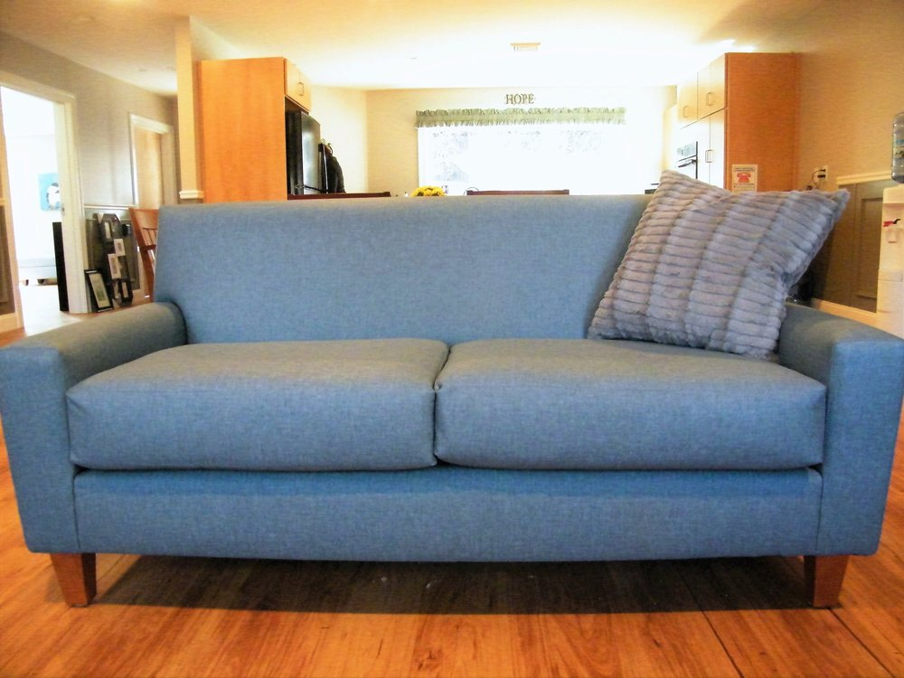 Syracuse Loveseat with Walnut Legs and Vinyl Decking in Contempo Griege