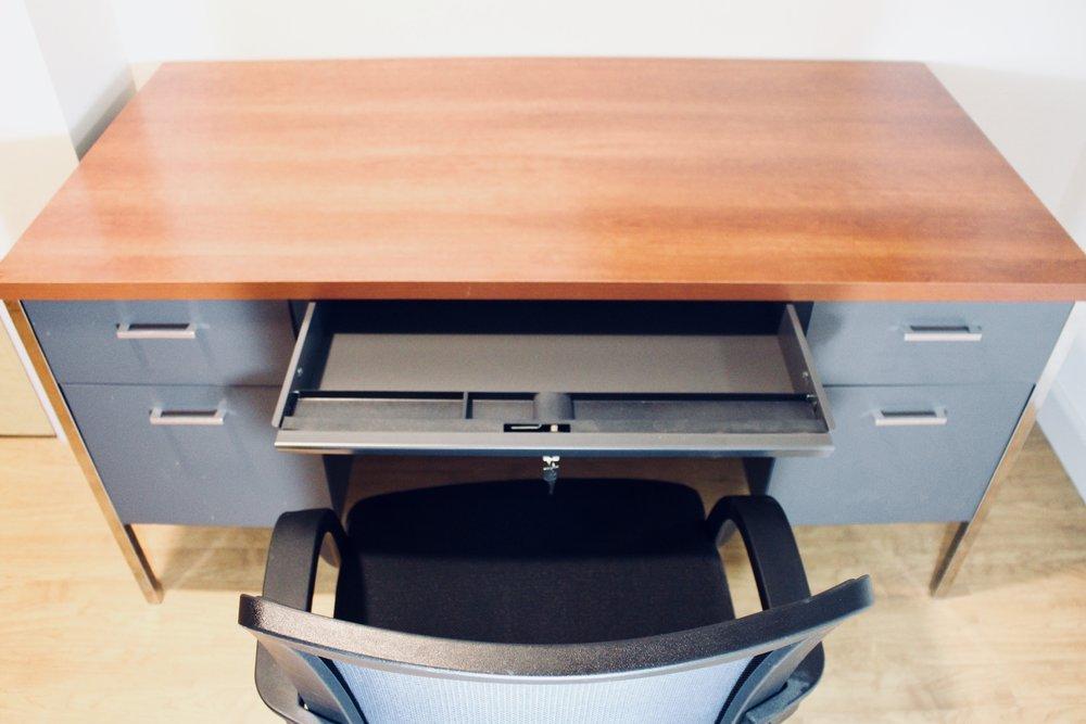 Hon Desk with Auto Locking System