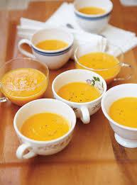 Préparer une soupe à la citrouille, cuire du pain... des gestes simples et réconfortants à faire avec les membres de la ressource!