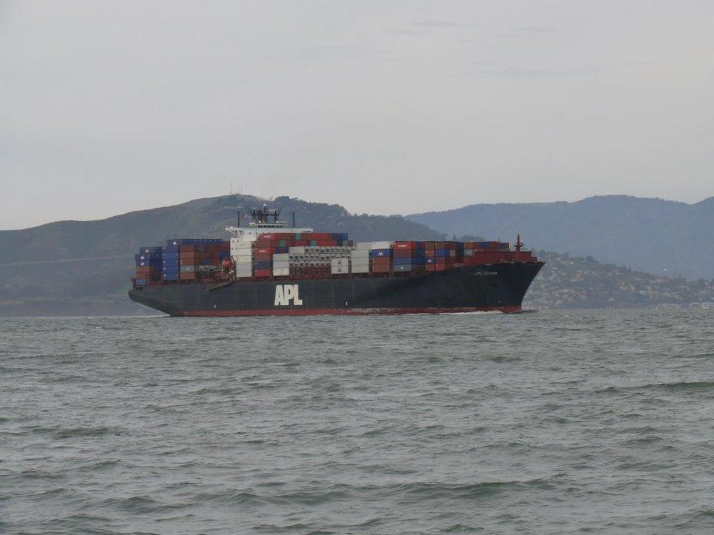 Chinese cargo ship in California. Photo credit: Peter Potrowl, CC BY-SA 3.0.