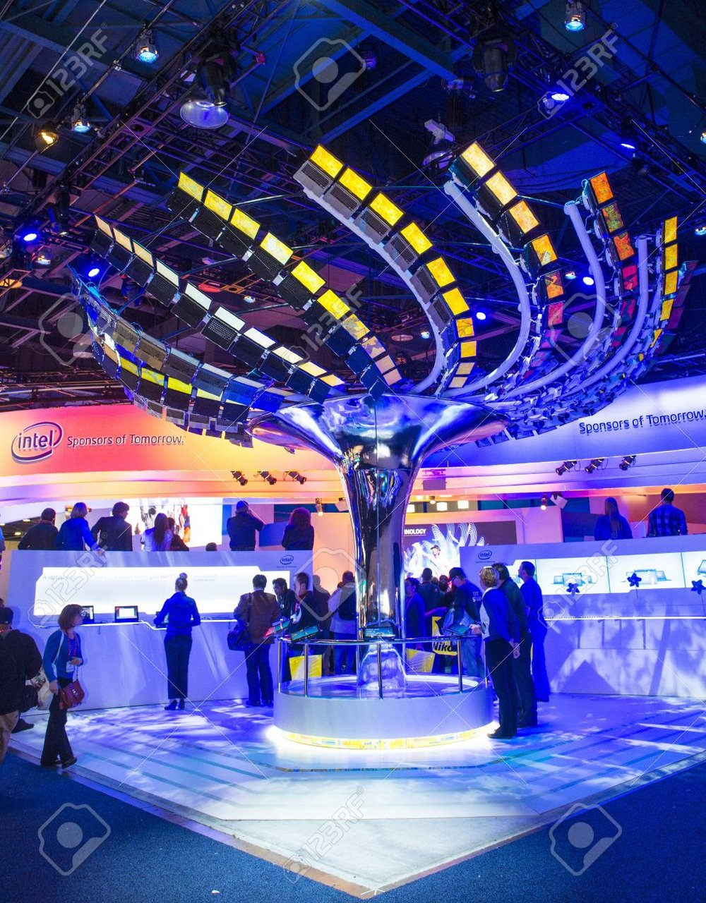 17326886-las-vegas---january-11-an-interactive-ultrabook-tree-at-the-intel-booth-at-ces-show-held-in-las-vega-Stock-Photo.jpg