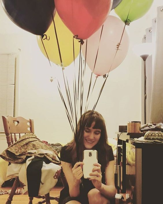 Dec 1. Pre-photoshoot balloon picture! 🎈