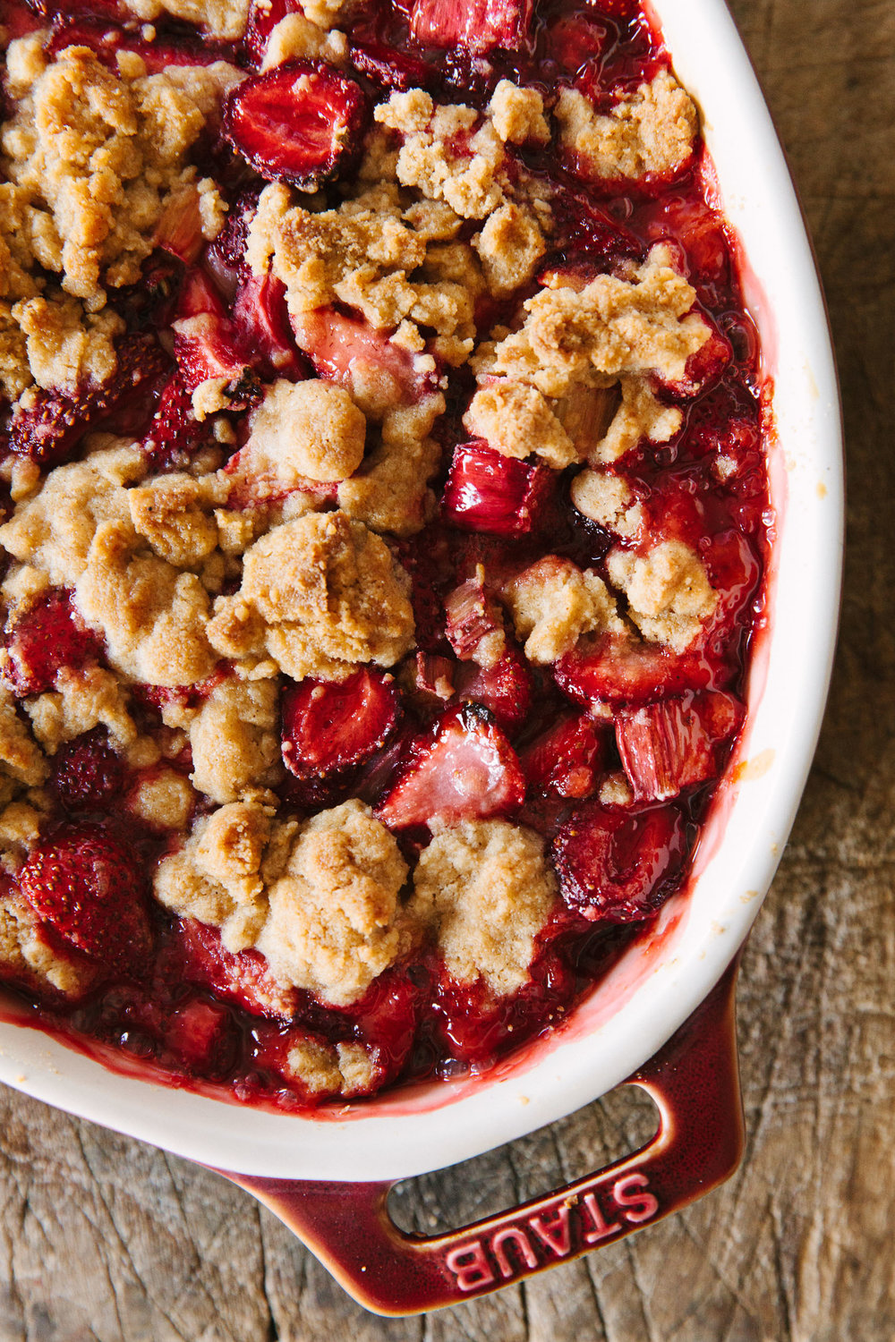 food-strawberry-rhubarb-crumble-christine-han-101.jpg