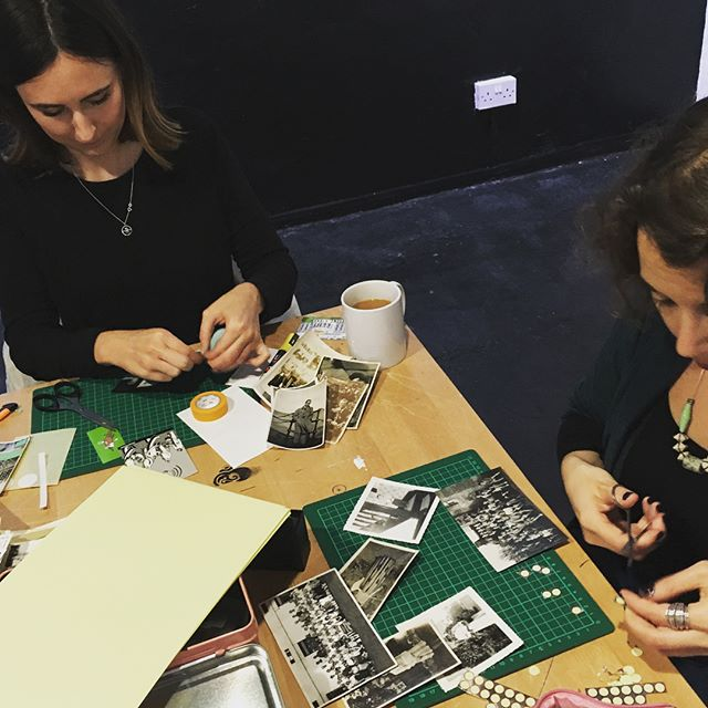 Enjoying Saturday afternoon #workshop with #collage #artist Naomi Vonda! ☕️🍰