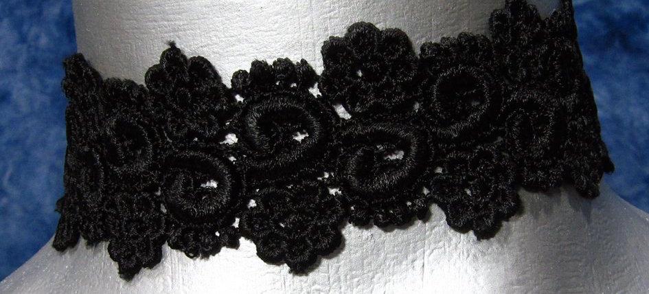 TWILIGHT'S FANCY BLACK LACE CHOKER
