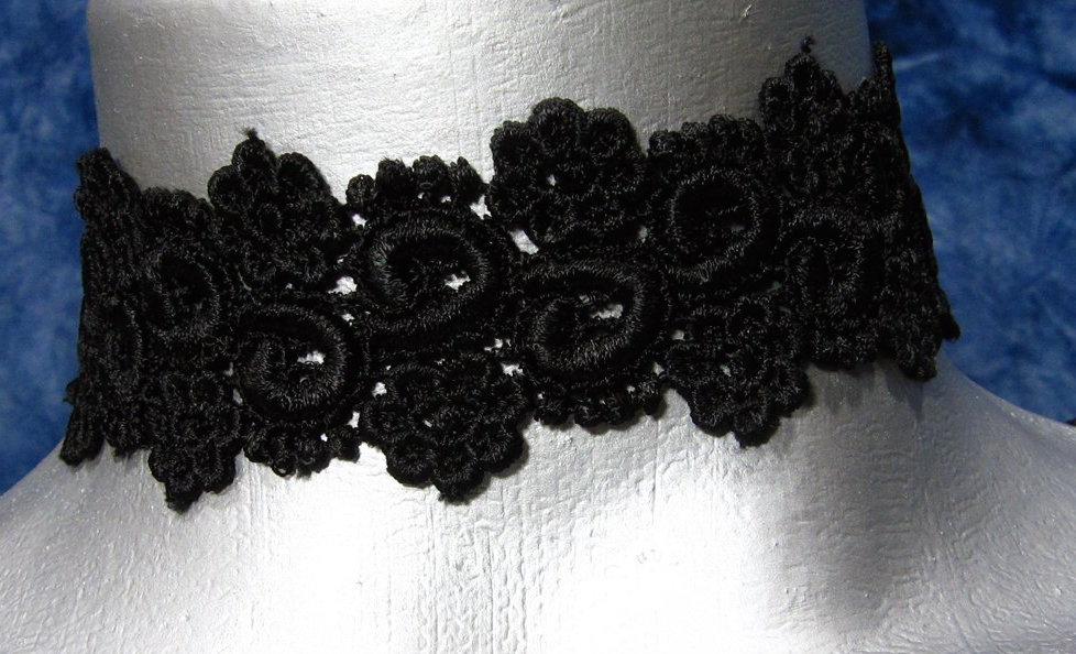TWILIGHT'S FANCY LACE CHOKER
