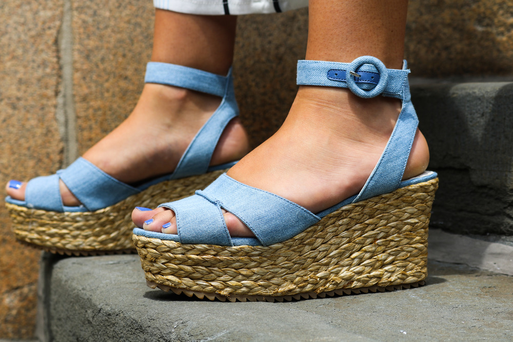 ALICE AND OLIVIA DENIM PLATFORM SANDALS