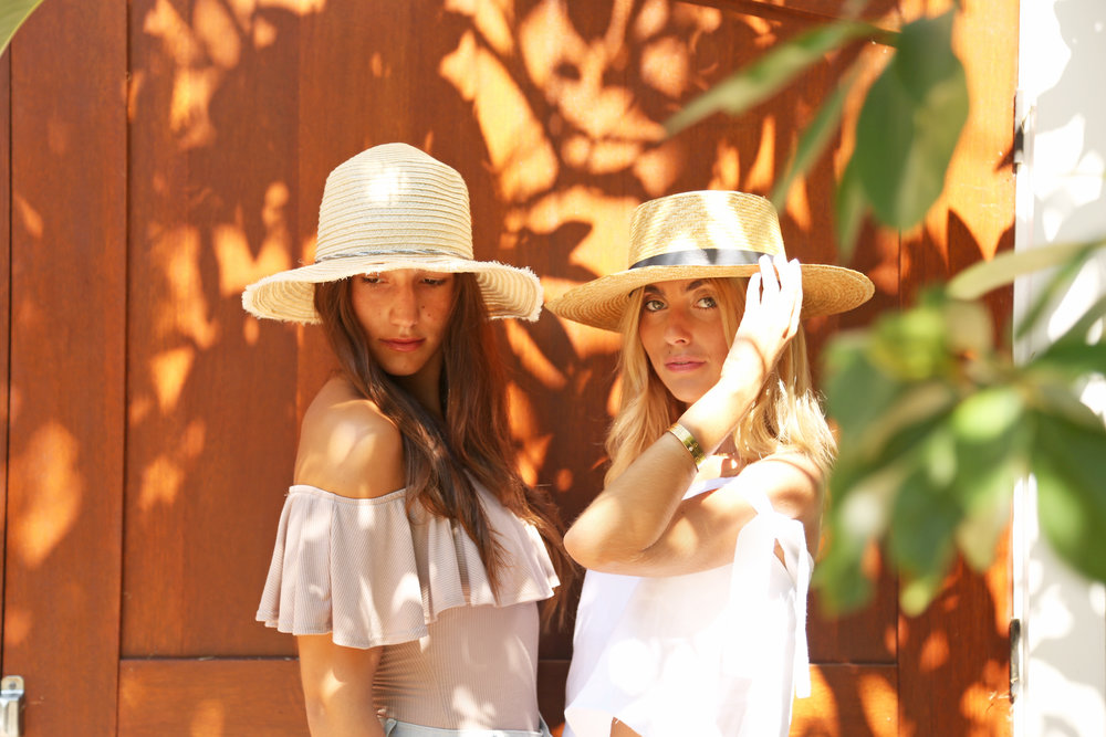 SOPHIE AND CHARLOTTE BICKLEY YIN 2MY YANG SISTER BLOGGERS STRAW HATS