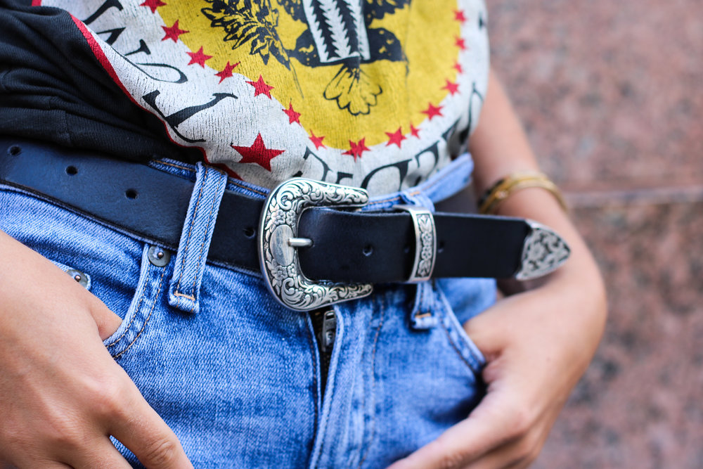 CHARLOTTE BICKLEY YIN 2MY YANG SISTER BLOGGERS GRAPHIC TEES BELT CLOSEUP