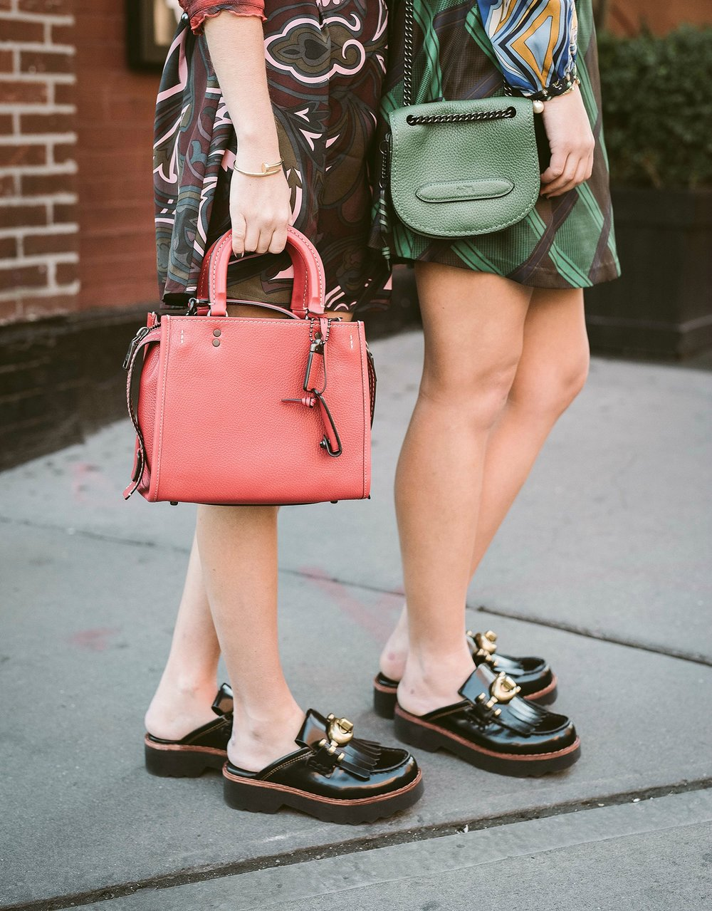 SOPHIE AND CHARLOTTE BECKLEY YIN 2MY YANG FASHION BLOGGERS LEGS