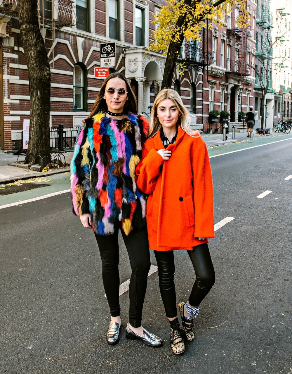 SOPHIE AND CHARLOTTE BICKLEY YIN 2MY YANG FASHION BLOGGERSCHARLOTTE BICKLEY YIN 2MY YANG FASHION BLOGGERS STATEMENT COAT POST