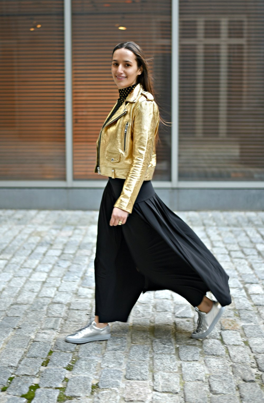 SOPHIE BICKLEY FASHION SISTER BLOGGERS NYC METALLIC POST