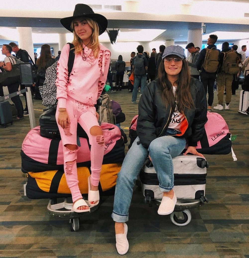 YIN 2MY YANG SOPHIE & CHARLOTTE BICKLEY SISTER NYC BLOGGERS AIRPORT SWAG APRIL 2018