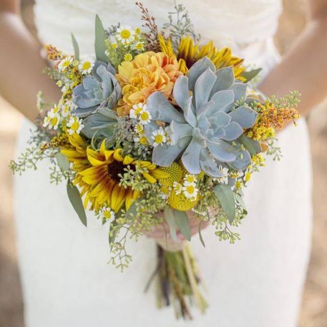 Heather's beautiful sunny succulent bouquet ❤️#bridebouquet #sunflower #succulent #sandiegowedding #rusticwedding #billyballs #bouquet #wedding #flowers #junebloomfloral