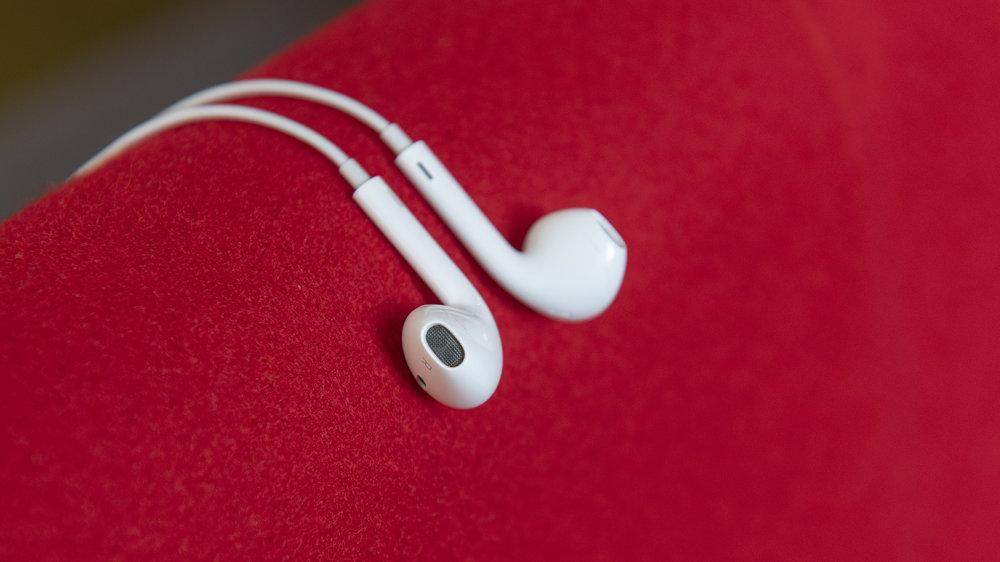 Apple Earpods ear piece.jpg