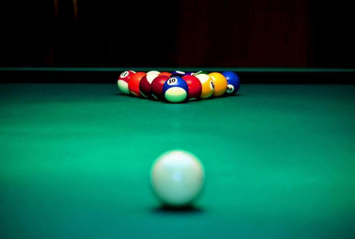 rich_Junnies_pool.jpg