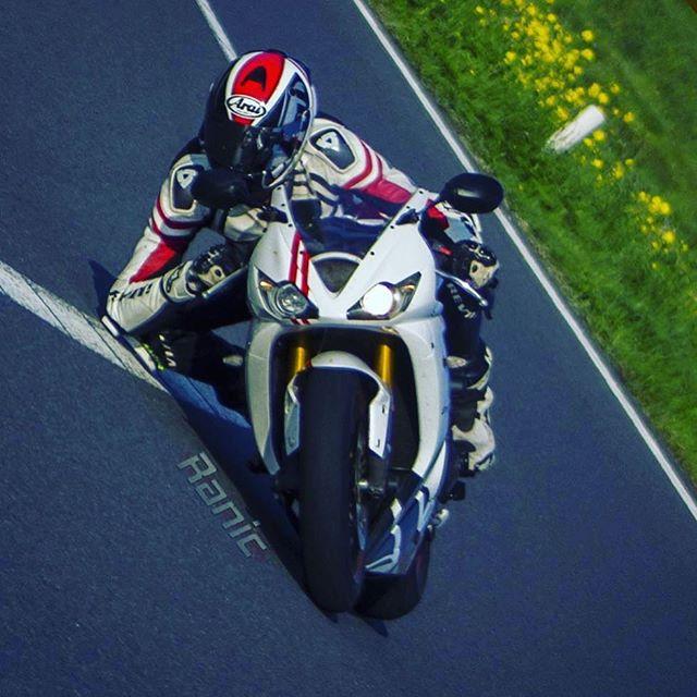 That homie 🔹 @ranic675 🔹 This pic is dope AF.... . . #maxwrist #maxwristarmy #speed #sportbikelife #sportbike #superbike #kneedown #kneedraggers #elbowdown #triumph #675 #arai #motorcycle