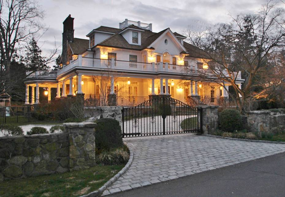 Chic-colonial-renovation-wraparound-porch-old-greenwich-ct-exterior