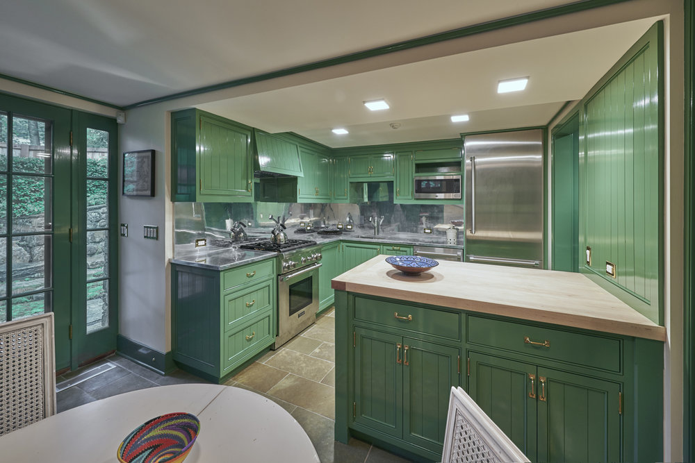 Guesthouse-04-paneled-kitchen-ct-w copy.jpg