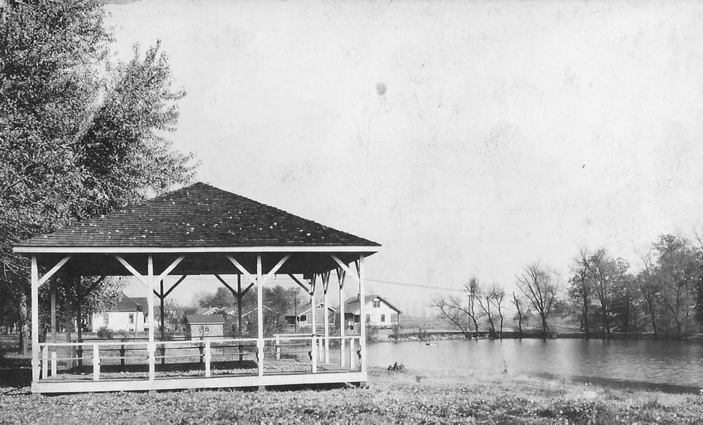 Leclaire Lake Park.jpg