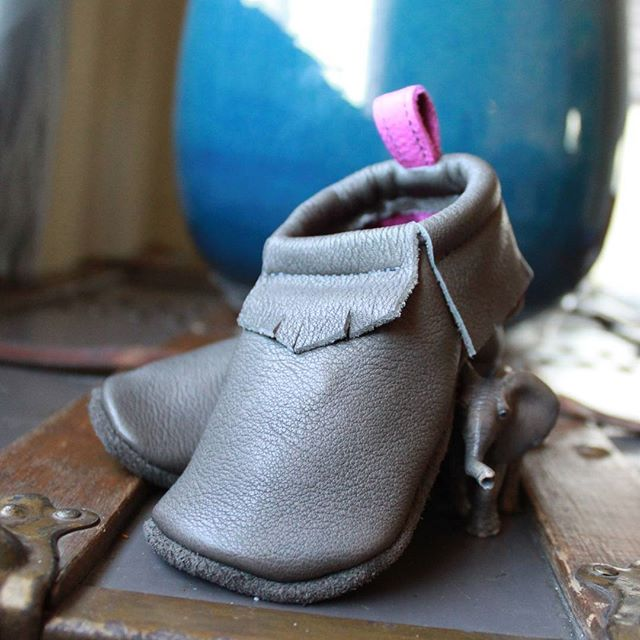 Custom pair with a pop of pink at the heel!  #comfy #leather #moccasins . . . . . #toxinfree #chromefree #vegtanned #handcrafted #locallymade #wenatchee #pnw #northcentralwashington #custom #softsole #kidsshoes #zerodrop #kidsfashion #peekaboo #elephant #childhoodunplugged #smallbusiness #workfromhome #specialty #footwear #madewithlove