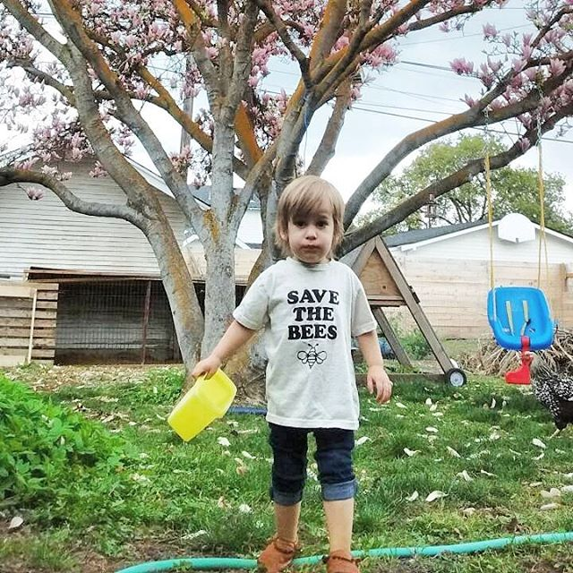 We hope you all had a beautiful weekend and got to celebrate our amazing earth!  #motherearth #thisbeautifullife . . . . . #getoutside #explore #adventureisoutthere #backyardfun #barefoot #little #leather #moccasins #watchoutforchickenpoop #chickenfarmers #organicgarden #growinglittles #childhoodunplugged #playoutside #savethebees #beefriendly #littlerütz #sustainablefashion #madeinusa #wenatchee #pnw #handcrafted #vegtanned #chromefree #toxinfree #healthyfootwear
