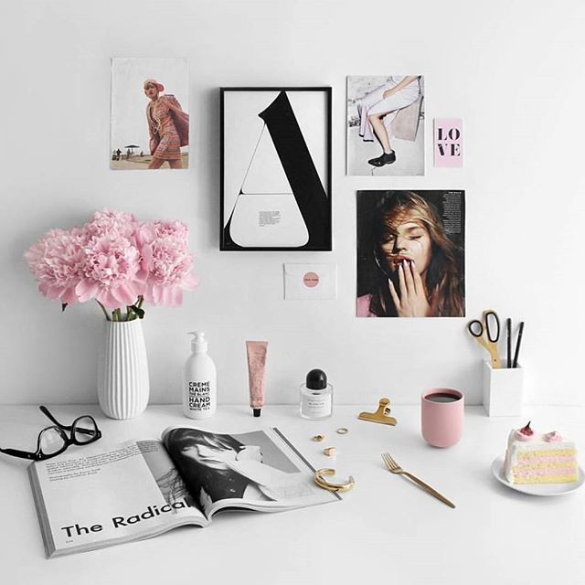 Total #monday desk inspiration from @phoebesoup ✨ #shewhois