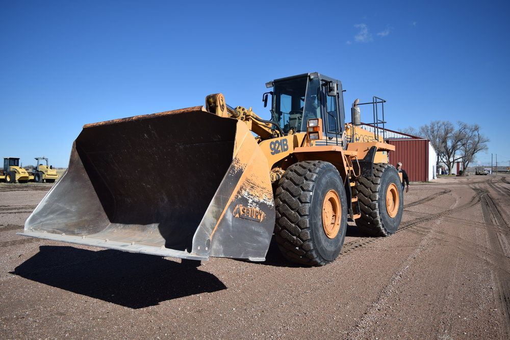 Case 921 B Loader, 1,356 hrs., new motor, 7 yd. bucket, quick attach, 26.5 R25 rubber 85%
