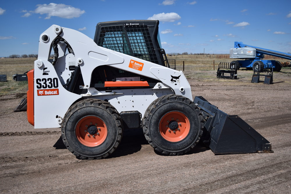 Bobcat S-330 skid str.