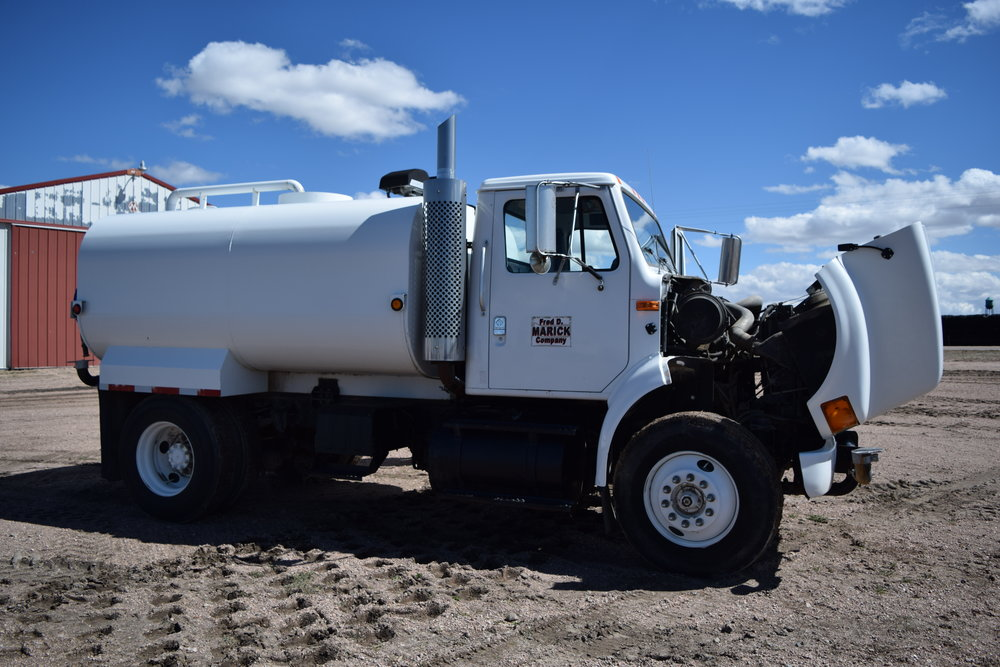 95 8100 IHC, M-11 Cummins, 9sp. w/ 3,000 gal. water tank, side, front and rear spray, 413,396 mi