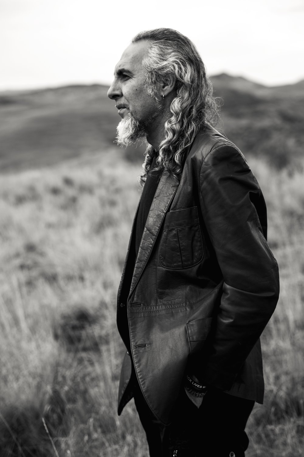 - Flamenco master Luis will be giving a special workshop in 'Soniquete' geared toward guitarists but open to anyone interested in learning more about compás.  Luis will also teach a Zambomba workshop for dancers, singers, guitarists and aficionados!   Click on the links below to purchase tickets to the workshops and visit the San Francisco Flamenco Dance Company Facebook page HERE for detailed information.