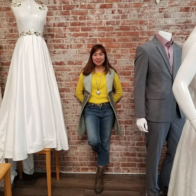 Bring the sun into my shop! :) Happy Thursday everyone! :) #sunshine #happyday #bridalsalemoregon #bridalportlandoregon #vouture #design #custom #mensuit #vouturedesignerboutique #downtownsalemoregon