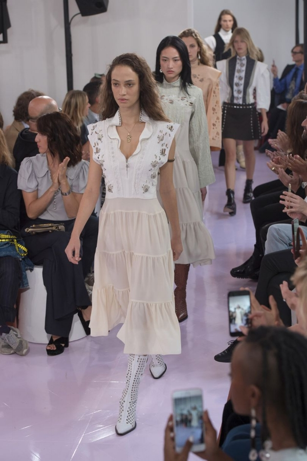 5fd5dd0b5ab Chloé Nods to the Past  SS18 via DNAMAG. Natacha Ramsay-Levi s debut ...